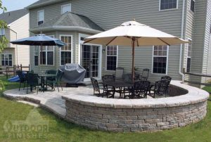 patio-curved-wall-lg2